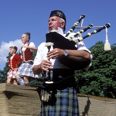 Pipers and dancers